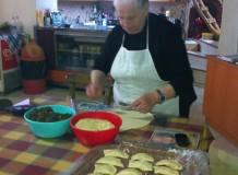 приготовление традиционных критских веганских пирогов - Patsos Rethymnon Crete